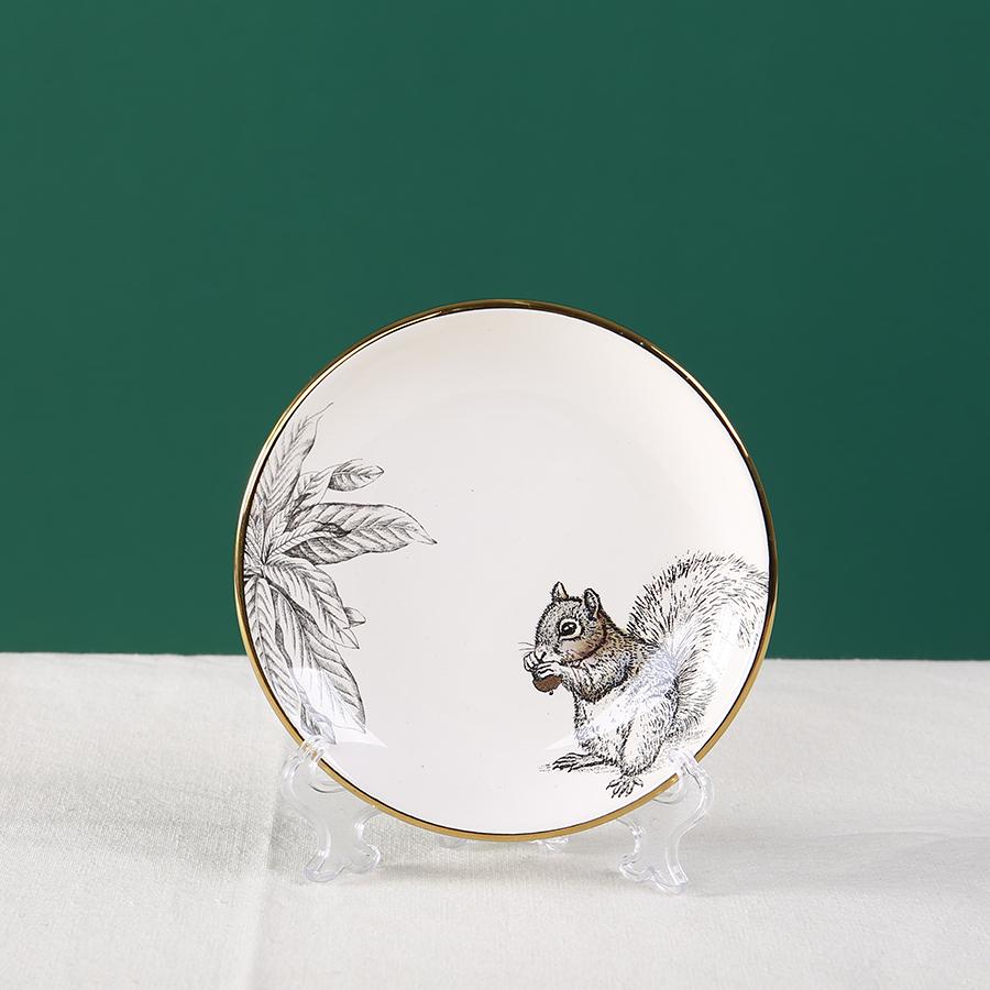 Тарелка с белкой 15 см., 100% костяной фарфор
